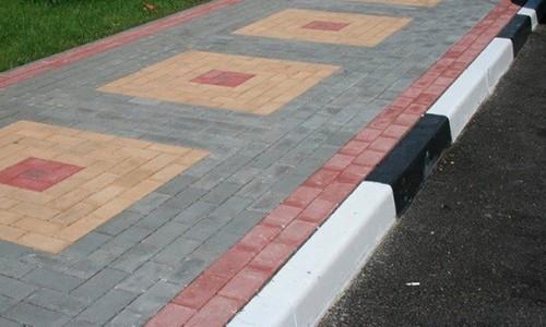 оформление тротуара, дорожный бетонный бордюр 1000х300