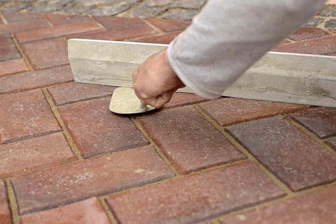 правильная укладка брусчатки, зазоры между тротуарной плиткой